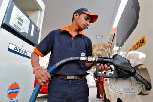 ...तो अगले कुछ दिनों में पेट्रोल-डीज़ल इतने रुपये तक हो सकता है सस्ता