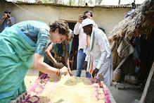 रायबरेली में मां के लिए वोट मांगने पहुंची प्रियंका गांधी, महिलाओं के साथ बनाए पापड़