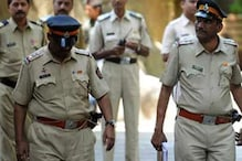 यूपी पुलिस ने दिया घर में घुसकर लूटपाट को अंजाम