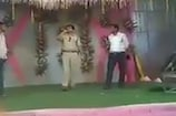 शादी के मंच पर वर्दी वाले सिंगर का VIDEO VIRAL