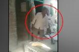 झोलाछाप डॉक्टर ने मृतक के परिजनों पर तानी बंदूक, देखें VIDEO