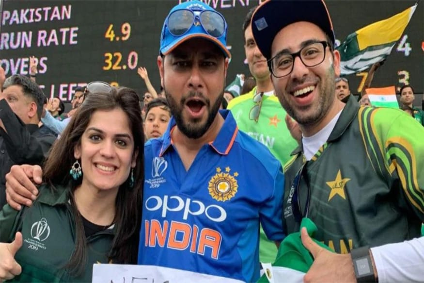 ICC क्रिकेट वर्ल्ड कप अपने आखिरी दौर में पहुंचने वाला है. सेमीफाइनल में तीन टीमों ने लगभग अपनी जगह बना ली है. वहीं चौथी जगह के लिए इंग्लैंड, श्रीलंका, पाकिस्तान और बांग्लादेश के बीच रेस है. हालांकि पाकिस्तान को अपनी जगह बनाने के लिए टीम इंडिया के अच्छे प्रदर्शन की जरुरत है. जिसकी वजह से पाकिस्तानी फैंस टीम इंडिया की जीत की दुआ मांग रहे हैं.