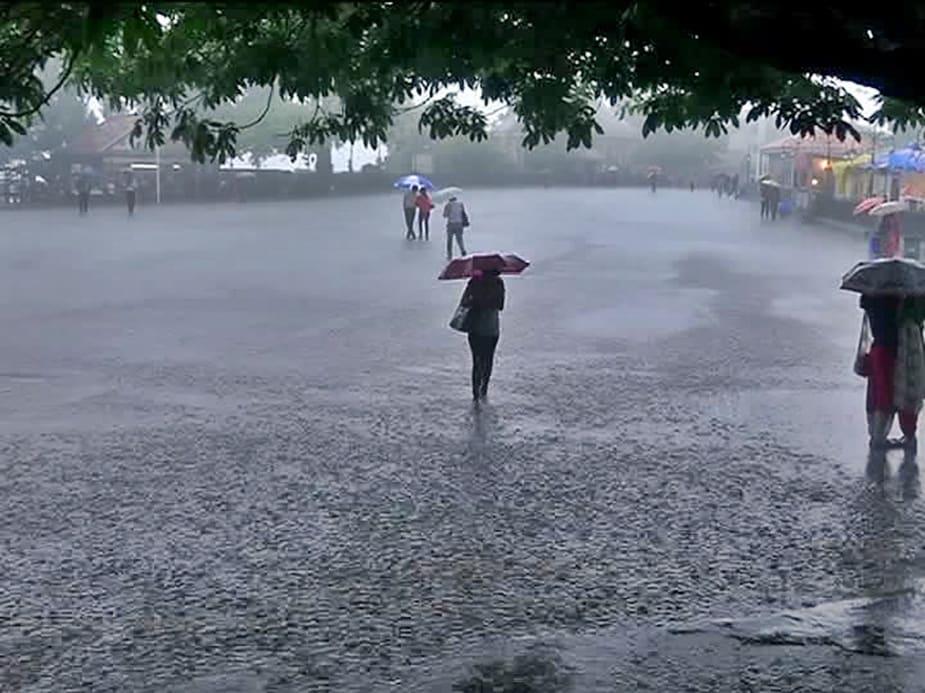 हिमाचल प्रदेश में मौसम विभाग ने 24 और 25 जून के लिए दो दिन का अलर्ट जारी किया है. इसका असर प्रदेश के मध्यपर्वतीय और मैदानी क्षेत्रों में देखने को मिला. सोमवार को शिमला समेत कई जिलों में झमझाम बारिश हुई.