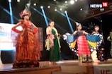 फैशन शो में अपनी अदाओं से युवतियों ने जीता दर्शकों का दिल