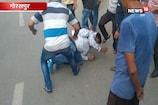 गोरखपुर: कार सवार शोहदों ने की छेड़खानी, लोगों ने जमकर पीटा
