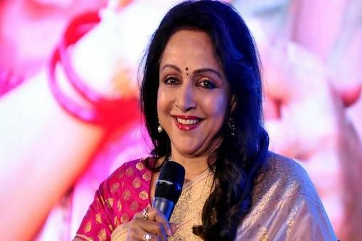 बीजेपी सांसद हेमा मालिनी ने हिंदी में शपथ ली और आखिरी में कहा, 'राधे-राधे, कृष्णम वंदे, जगत गुरु'. (File Photo)