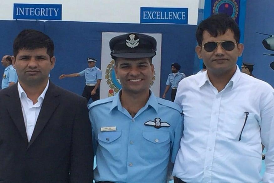 अरुणाचल प्रदेश में लापता हुए भारतीय वायुसेना के एएन-32 एयरक्राफ्ट का अभी तक कुछ भी पता नहीं चल सका है. इस एयरक्राफ्ट में पलवल के पायलट आशीष तंवर की भी अभी तक कोई खोज-खबर नहीं मिल पाई है.