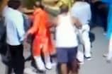 CCTV: महिलाओं के साथ छेड़छाड़ के बाद लोगों से भिड़े मनचले
