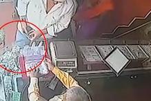 बाइक सवार बदमाशों ने ऐसे किया ज्वेलरी पर हाथ साफ, देखें CCTV