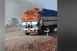 बीच सड़क पर धू धू कर जला ट्रक, इलाके में मची अफरा-तफरी