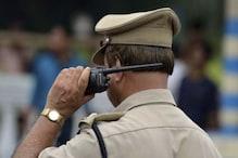 वर्दी उतारकर दलदल में कूदा पुलिस अफसर, बचाई बुजुर्ग की जान