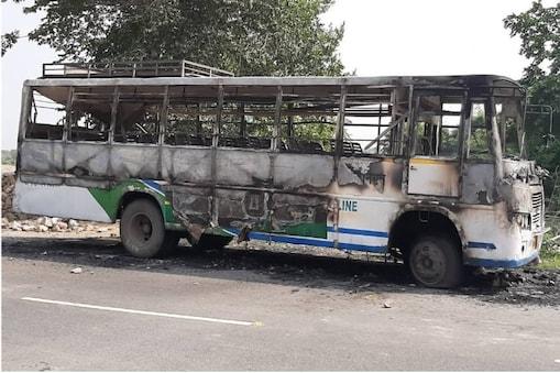 उदयपुर में उपद्रव के दौरान जलाई गई रोडवेज बस। फोटो : न्यूज 18 राजस्थान ।