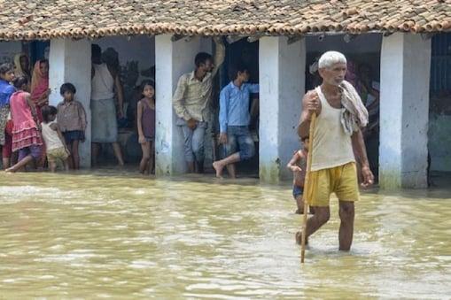 बिहार में बाढ़ से अब तक 190 लोगों की मौत हो चुकी है, हालांकि सरकार ने 102 मौत की पुष्टि की है.