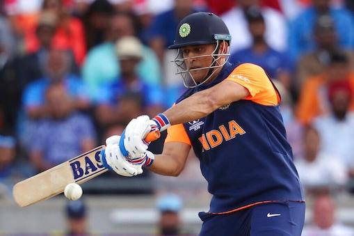 एमएस धोनी ने इंग्लैंड के खिलाफ नाबाद 42 रन बनाए.(AP Photo)