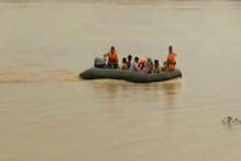 उफनती नदी में खराब हुई मोटर बोट, रेस्क्यू कर बचाई 22 जिंदगी