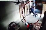 दिनदहाड़े घर के ताले तोड़ चोर ने उड़ाए गहने व नगदी