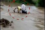 नीमच: भारी बारिश के चलते जलभराव, डूबते-डूबते बचे बाइक सवार