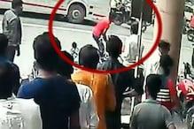 CCTV: गुजरात में युवक की सरेआम गोली मारकर हत्या