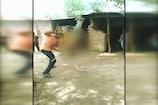 मोबाइल चोरी के शक में युवक को पेड़ से उल्टा लटकाया और फिर...