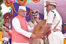 इन अफसरों को मिला पुलिस वीरता पदक, CM भूपेश ने किया सम्मानित