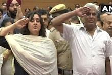 सुषमा स्वराज को पति और बेटी ने नम आंखों से किया सैल्यूट