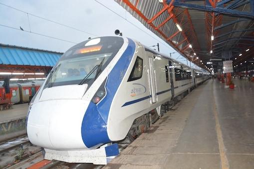 वंदे भारत एक्सप्रेस (Vande Bharat Express) ट्रेन दिल्ली से कटरा के बीच चलने को पूरी तरह से तैयार है.