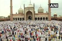 बकरीद पर नमाज अता करने के लिए जामा मस्जिद में उमड़ी भीड़, केंद्रीय मंत्री नकवी ने भी मांगी दुआ