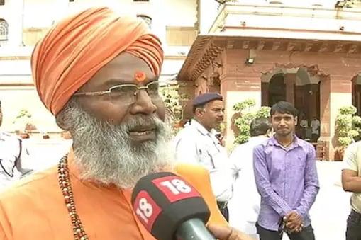 उन्नाव से बीजेपी सांसद साक्षी महाराज ने उन्नाव रेप कांड पर बयान दिया है.