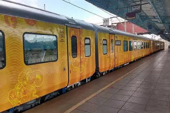 नई दिल्ली से लखनऊ तक जाने वाली देश की पहली प्राइवेट तेजस एक्सप्रेस अब गाजियाबाद में भी रुकेगी.