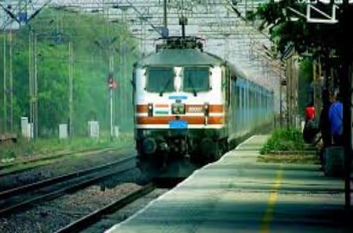बिलासपुर रेल मंडल में पदस्थ्य सुरक्षा बल के जवानों को चोरों व लूटेरों की करतूत की सजा मिली है. (प्रतीकात्मक फोटो)