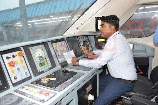 हवाई जहाज जैसी सुविधाओं वाली Vande Bharat Express ट्रेन को मिली एक और बड़ी कामयाबी!