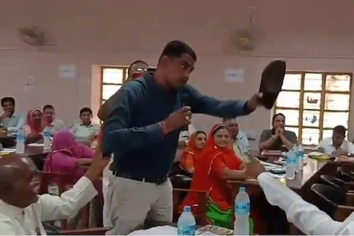 बाड़मेर जिला मुख्यालय पर सोमवार को लंबे समय बाद आयोजित हुई जिला परिषद की साधारण सभा की बैठक में सभी मर्यादाएं टूट गई. यहां बहस के दौरान जिला परिषद के बीजेपी के सदस्य ने बाड़मेर के कांग्रेस विधायक मेवाराम जैन को जूता तक दिखा दिया.