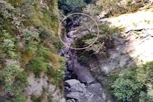 हिमाचल के चंबा में महिला को टक्कर मारने के बाद खाई में गिरी पिकअप, 3 की मौत