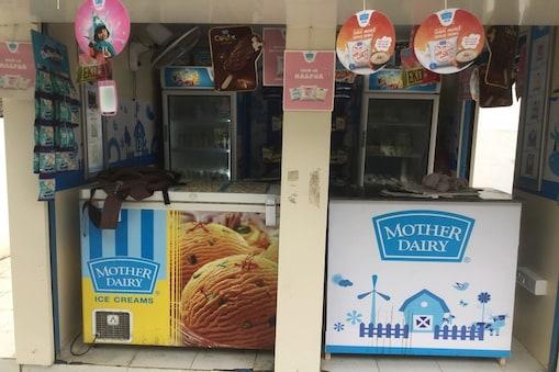 मदर डेयरी (Mother Dairy) ने देश भर से उपभोक्ताओं के द्वारा इस्तेमाल के बाद बचे प्लास्टिक व्यर्थ के संग्रहण एवं रीसाइक्लिंग के लिए अपनी योजनाओं का ऐलान किया है.