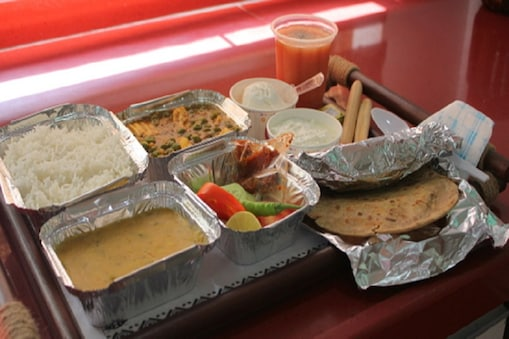 यात्रीगण ध्यान दें! खाने को लेकर रेलवे ने लिया ये फैसला