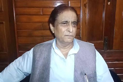 सपा संसद आजम खान पर दो और मुकदमें दर्ज किए गए हैं. (फाइल फोटो)