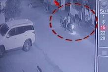 दो बाइक सवार बदमाशों ने महिला के गले से छीनी चेन, सीसीटीवी में कैद हुई घटना