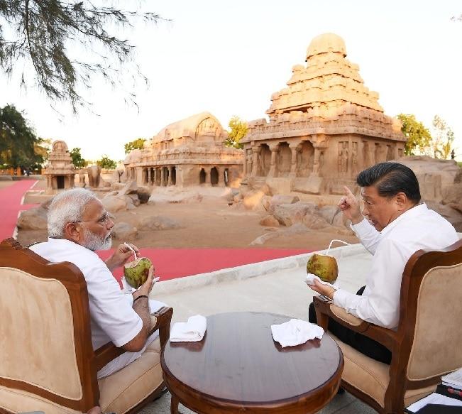 चीनी राष्ट्रपति शी जिनपिंग चेन्नई के आईटीसी ग्रैंड चोला होटल में ठहरे हैं. आज सुबह करीब 10 बजे वह यहां से महाबलीपुरम के लिए रवाना होंगे. शुक्रवार को पीएम मोदी के साथ उनकी महाबलीपुरम में अनौपचारिक शिखर वार्ता हुई थी. इस दौरान दोनों नारियल पानी पीते दिखे थे.