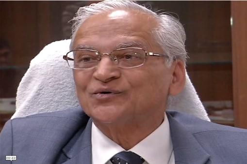 आयोग अध्यक्ष जस्टिस प्रकाश टाटिया ने इस मामले में टिप्पणी करते हुए कहा कि शव का एकमात्र उद्देश्य होता है उसका दाह संस्कार. शव किसी को भी उत्तराधिकार में प्राप्त नहीं होता है. फोटो : न्यूज 18 राजस्थान ।