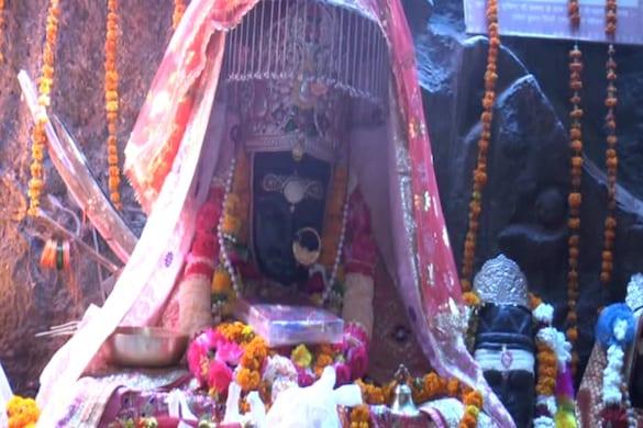 मां धारीदेवी : इस शक्तिपीठ में भक्तों को मां काली के अलग-अलग रूपों के दर्शन होते हैं