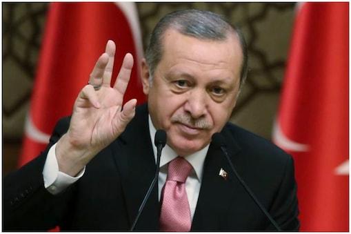 तुर्की के राष्ट्रपति आरटी एर्दोआन ने बताया कि उत्तरी सीरिया में फ्रांस (France), जर्मनी (Germany) समेत कई देशों के आईएस आतंकी पकड़े गए हैं. ये सभी देश कह रहे है कि वे इन आतंकियों को वापस नहीं बुलाना चाहते.