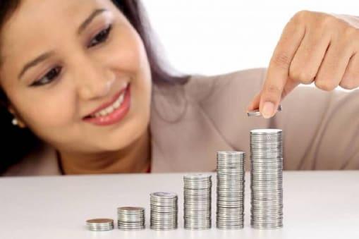 बचत को लेकर ज्यादा जागरूक होती हैं महिलाएं