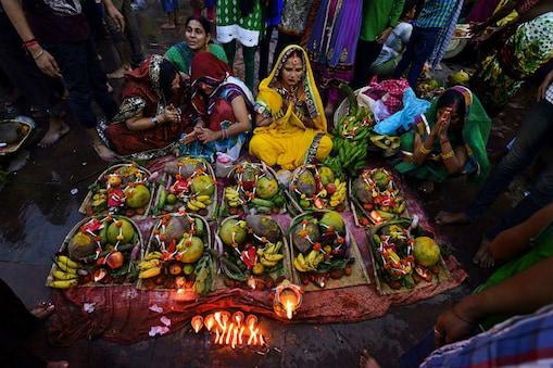 छठ व्रत कथा (Chhath Puja Katha): पुराने समय में प्रियव्रत नाम के एक राजा थे. उनकी पत्नी का नाम मालिनी था. दोनों की कोई संतान नहीं थी...