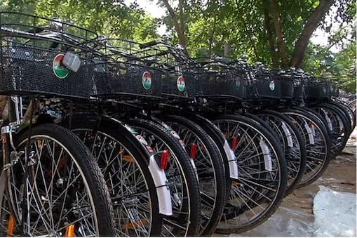 गहलोत सरकार की साइकिल वसुंधरा राजे सरकार के मुकाबले 91 रुपए महंगी खरीदी गई है.
