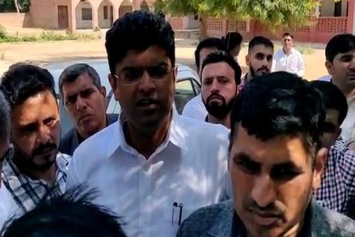 हमले के बाद मीडिया से मुखातिब जजपा नेता दुष्यंत चौटाला