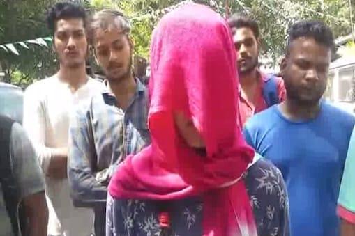युवती ने शादीशुदा व्यक्ति पर डराने धमकाने और अपशब्द बोलने का भी आरोप लगाया