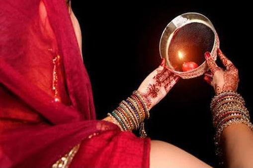 करवा चौथ को लेकर महिलाओं में खासा उत्साह (फाइल फोटो)