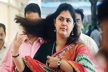 महाराष्ट्र विधानसभा चुनाव: रैली के दौरान मंच पर बेहोश होकर गिरीं पंकजा मुंडे