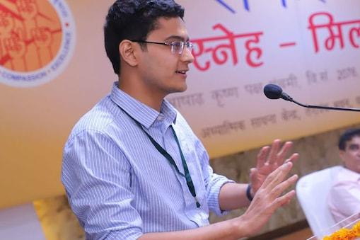 प्रियांक ने 22 साल की उम्र में बिना कोचिंग के UPSC परीक्षा क्लीयर की.