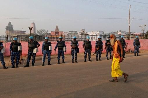अयोध्या में  जमीन विवाद के  मुद्दे पर फैसले के मद्देनजर पूरी अयोध्या में सुरक्षा चाक चौबंद रखी गई. फोटो: पीटीआई